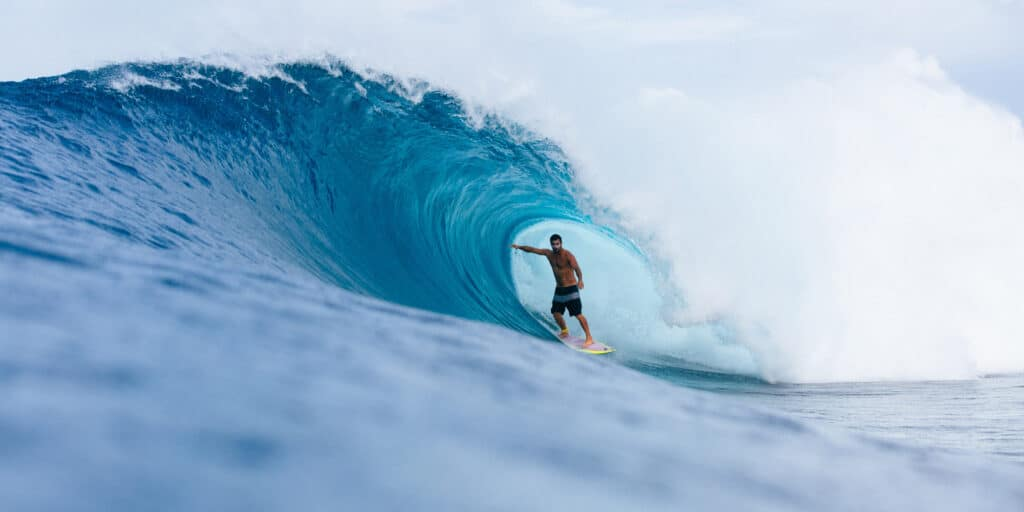 surfing hts mentawai surf resort lances right